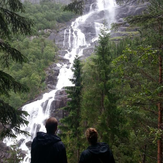Norvēģijas daba ir tik skaista, ka atliek vien ar aizturētu elpu skatīties uz milzīgajām klintīm un ūdenskritumiem.